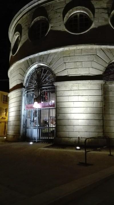 La mairie de Givry au couleur d'Octobre rose