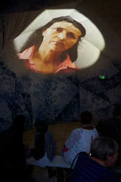 Projection sur plafond pour Octobre rose