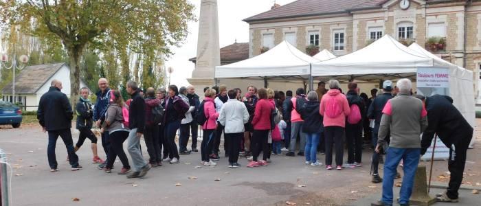 Les commercant associé pour le défilé d'octobre rose à Varennes