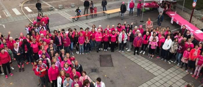 Ruban Rose à l'échelle humaine dans la ville de Crissey