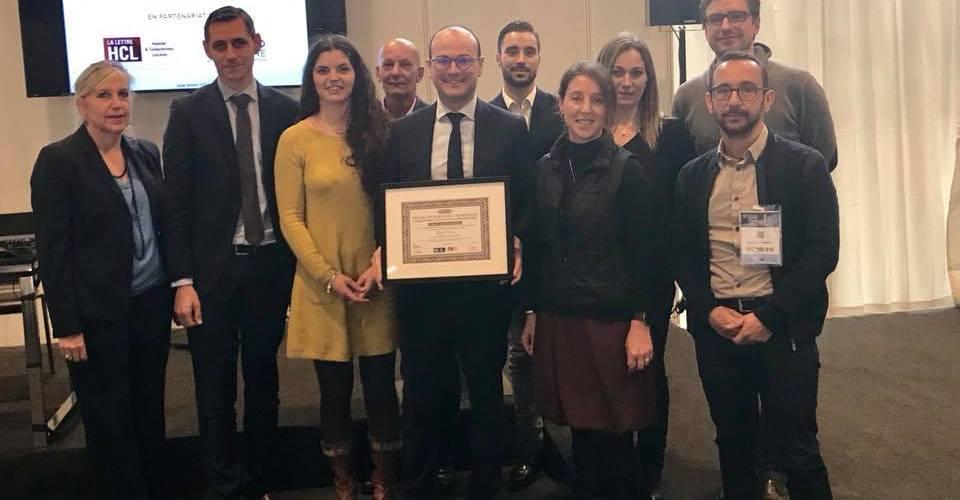 Photographie Sébastien Martin,Landry Léonard et agents du Grand Chalon recevant Prix de la Rénovation Energétique au Salon de la Copropriété 2017