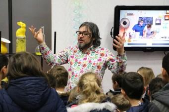 Fabrice Riblet anime un atelier au Village des sciences