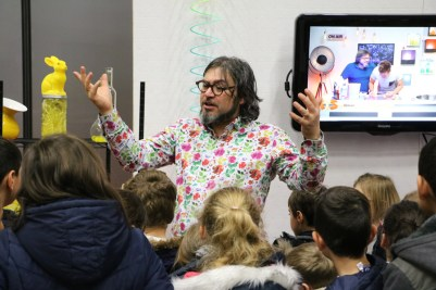 Fabrice Riblet anime un atelier au Village des sciences