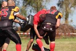 coureur de Lans affrontant un footballeur américain des Centurions