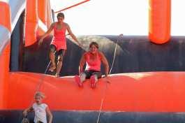 Deux concurrentes de Lans fer 2019 sur la structure gonflable du parcours