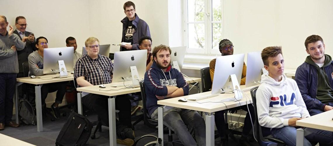 les étudiants de la licence informatique du cnam installé en classe à Nicéphore cité