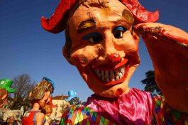 Grosse tête en papier mâché de Carnaval 2019