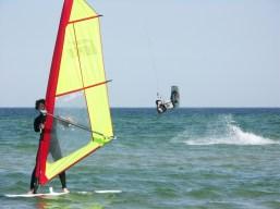 Kite- und Windsurfer