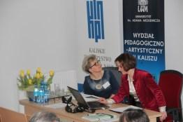 Dr Małgorzata Korpała prezentuje referat w sesji IV, kierowanej przez dr Iwonę Barańską.