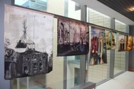 Wystawa batików - hall przy sali obrad - prace studentów WPA UAM.
