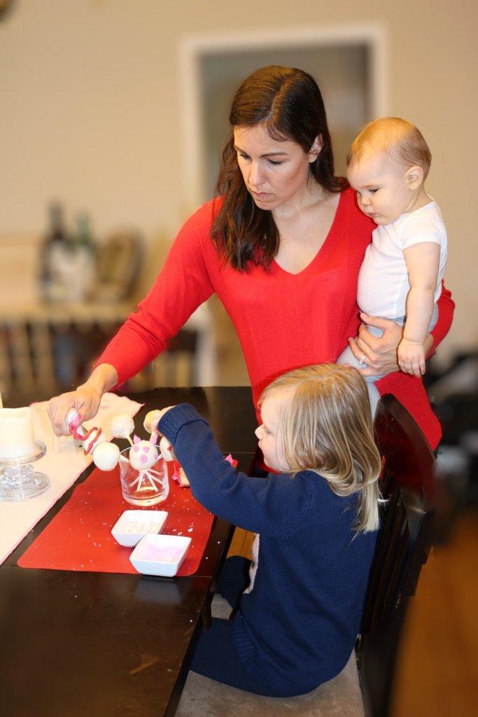 Baking with kids | cake pop tips | rainy day kid activities | valentines treats | family life