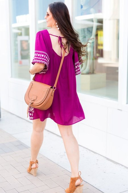 How to wear a spring dress, Fuchsia embroidered dress, Honey Lake Boutique, getting dressed in 10 minutes, spring and summer fashion tips