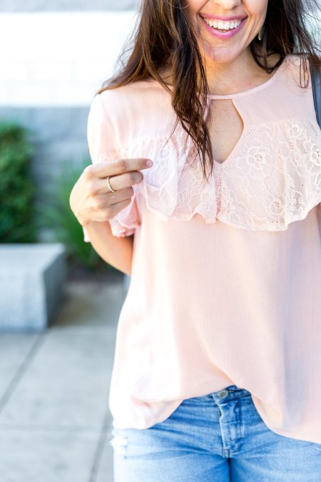 How to style a ruffle top, styling tips for lace tops, spring and summer style, distressed jeans outfit, how to wear mules, blush mules