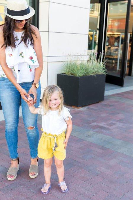 How to wear Ruffles, Ruffle top outfits, Mommy and me outfits, kids shorts outfit, summer outfit ideas, tips for wearing ruffles, girls summer outfit