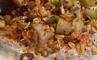 Vaniljeskyr med chia, frugt og drys