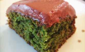 Grøn mazarinkage med kakaofrosting