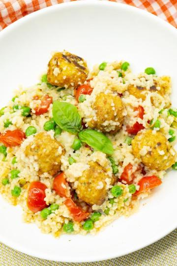 Couscous mit Gemüsebällchen und Tomaten - Kalorienarme Rezepte