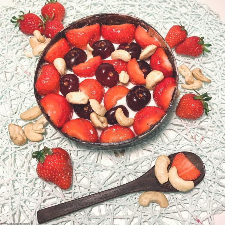 gesundes-kalorienarmes-fruehstueck-Bowl