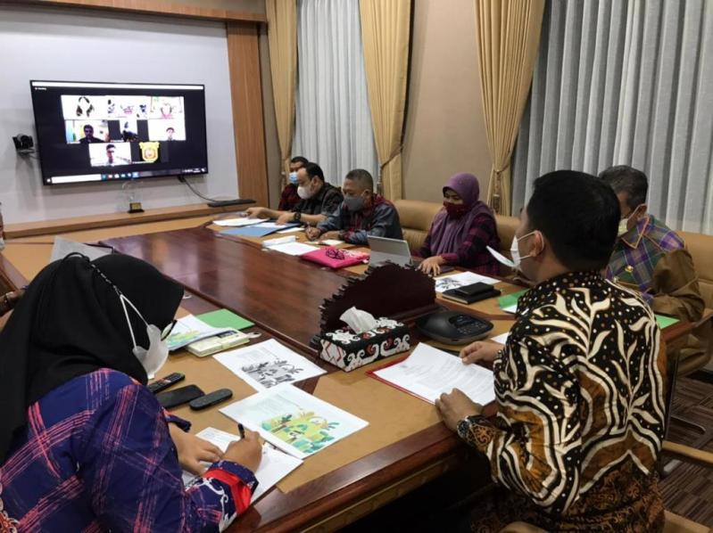Walikota Samarinda saat hadir dalam agenda virtual meeting yang salah satunya membahas revitalisasi Citra Niaga/ IST