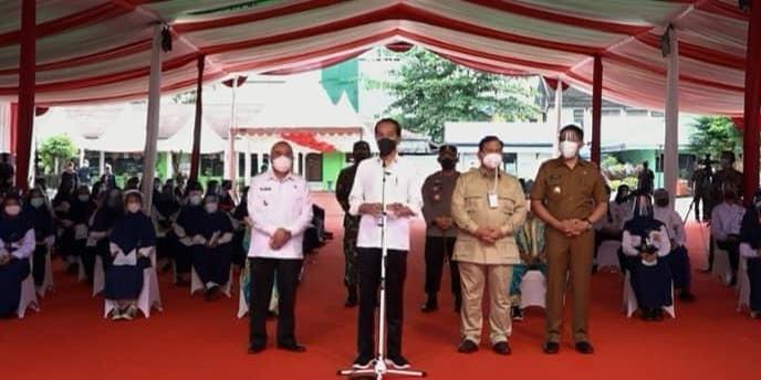 Isran Noor dan Andi Harun saat mendampingi Presiden Joko Widodo memantau pelaksanaan vaksinasi massal di Samarinda