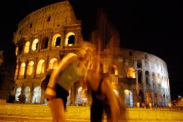 Tratando de tomarnos fotos en el Coliseo