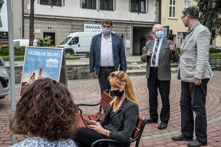 Mobilne Biuro Programu Czyste Powietrze w Kalwarii Zebrzydowskiej - 23 lipca 2020 r. - fot. Andrzej Famielec - Kalwaria 24-02218