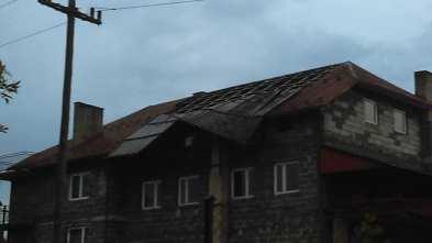Zerwany dach w Kalwarii - fot. Facebook - Patrole, wypadki... | Ireneusz