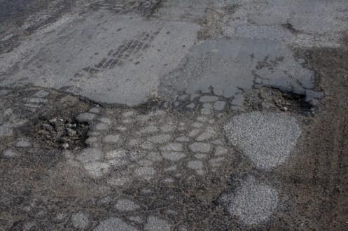 Dziury na ul. Batalionów Chłopskich w Kalwarii Zebrzydowskiej - 26 września 2019 r. - fot. Kalwaria 24 IMGP7764