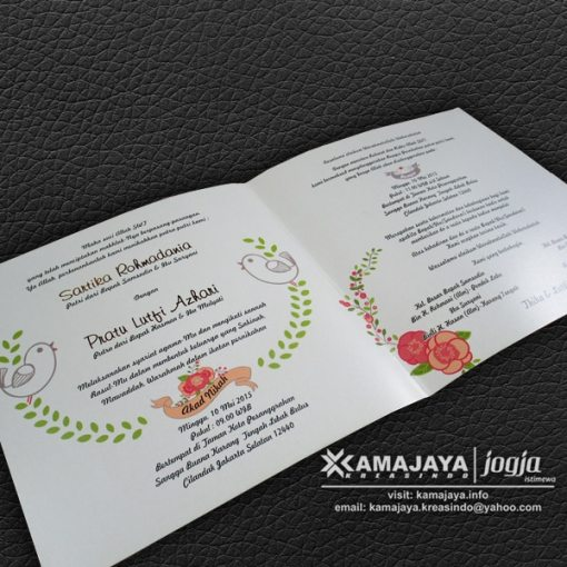 undangan pernikahan warna putih ornamen bunga thika lutfi