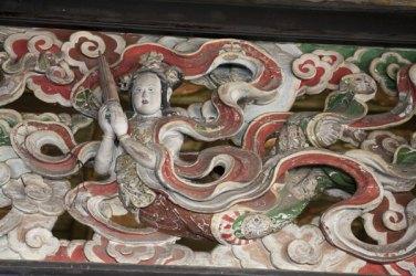 創建当時からの荘厳をそのままに伝える天女の彫刻、三つ目。