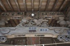 拝殿に施された兎の彫刻。熊野権現なら八咫烏ですよね。不思議です。