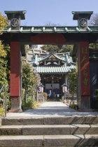 妙本寺近くにある小さなお堂に大きな歴史のドラマが刻まれています。