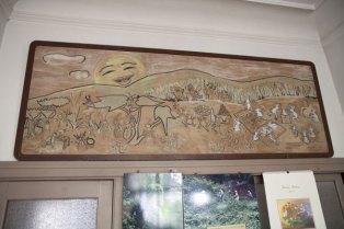 待合室には子供たちのための装飾。