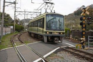 江ノ電「極楽寺駅」から「稲村ケ崎駅」の間にあります。この跡、稲村ケ崎を経て江ノ電は海岸線へと出ます。