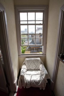 2F廊下の格子窓。