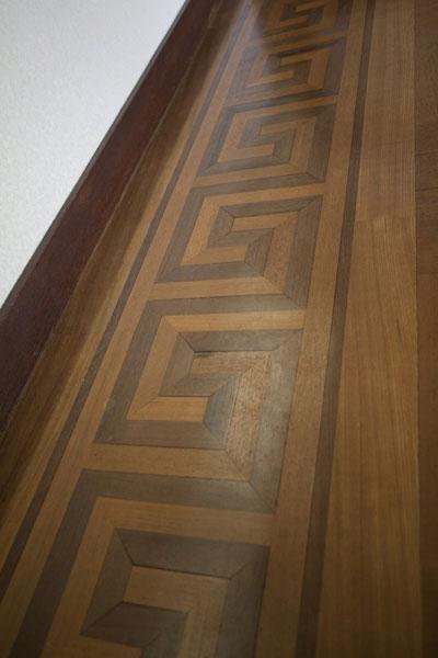 2階の床板。寄木細工による贅沢な造り。