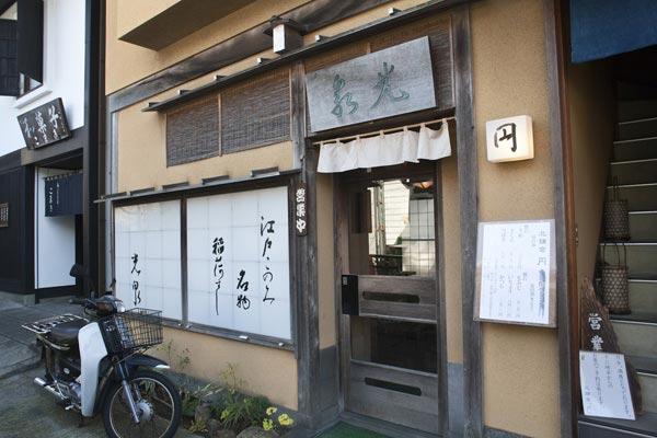 円覚寺とは反対の上りホームにある改札付近には、美味しいいなり寿司の光泉があります。