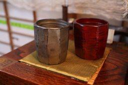 漆器作家、大蔵達雄さんの焼酎杯、18,900円。この他、外側黒漆のものもあります。熱いスープやお茶を飲むときにも使えます。