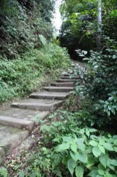 葛原岡・大仏ハイキングコースの入口といえる場所。浄智寺脇を登ってくると見えてきます。