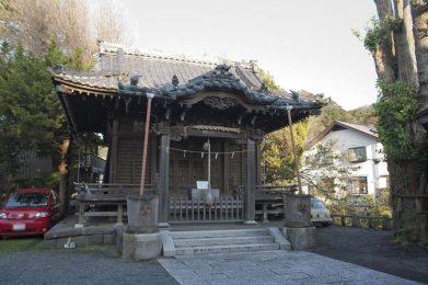 蛭子神社境内と本殿。本殿は1923年(大正12年)の大震災で倒壊し、1933年(昭和8年)に再建されました。