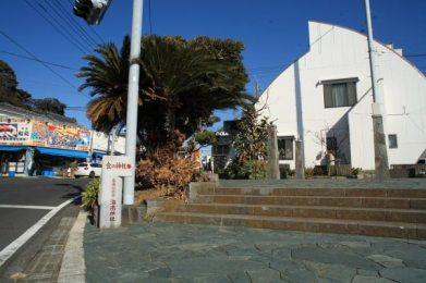 海南神社は三崎の真ん中、三崎公園の近くです。