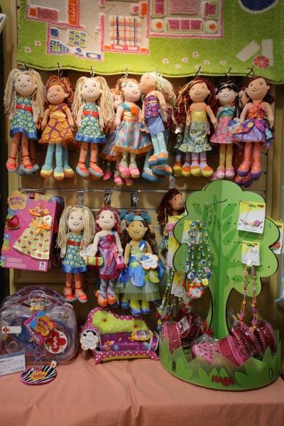 グルービーガールズ各種/¥1,900(税抜)~¥2,600(税抜)。アメリカ生まれの布製着せ替え人形、沢山の種類の中から自分だけのお気に入りを探すことが出来ます。