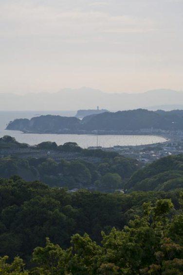 名越切通し。ハイランド口に近い場所にある展望台。鎌倉の海を一望できます。天気が良ければ富士を望めます。