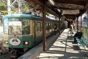 極楽寺駅のホーム。記憶のあるここ30年ほどあまり変わりません。