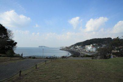 稲村ケ崎海浜公園。『続・最後から二番目の恋』第7話や前作『最後から二番目の恋』でも登場しました。