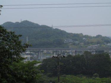 不動堂からみる葉山の景色。畠山重忠がみた景色、醜い近代の建物や電線のなかった景色を想像してみます。