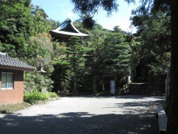 神武寺境内。霊場の雰囲気を感じます。