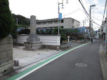 江ノ島詣の旧道と本蓮寺門前。