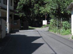 法勝寺手前を曲がってから400m程で神武寺参道の看板がみえてきます。