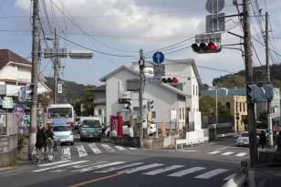 左の道が鎌倉宮へと続きます。